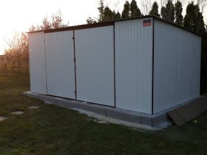 Plechová garáž so spádom strechy dozadu 5x3 RAL 9010
