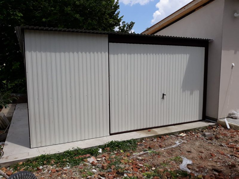 Plechová garáž so spádom strechy dozadu 5x5m