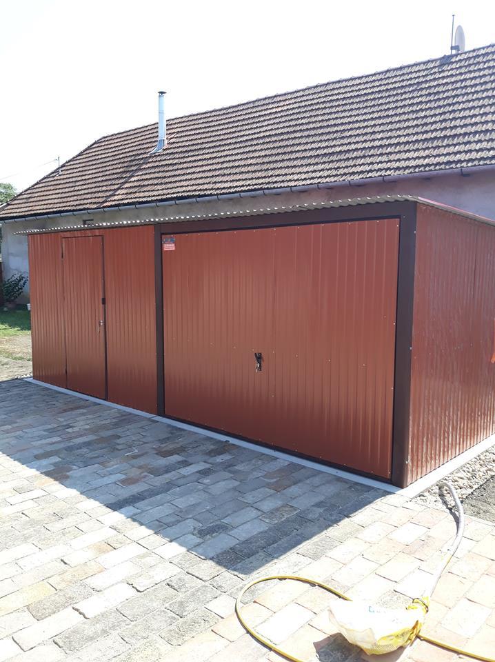 Plechová garáž so spádom strechy dozadu 6x5 RAL 8004