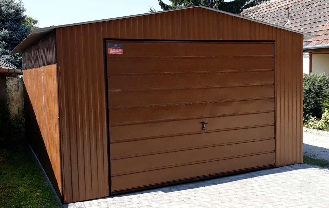 Medžio imitacjos garažai